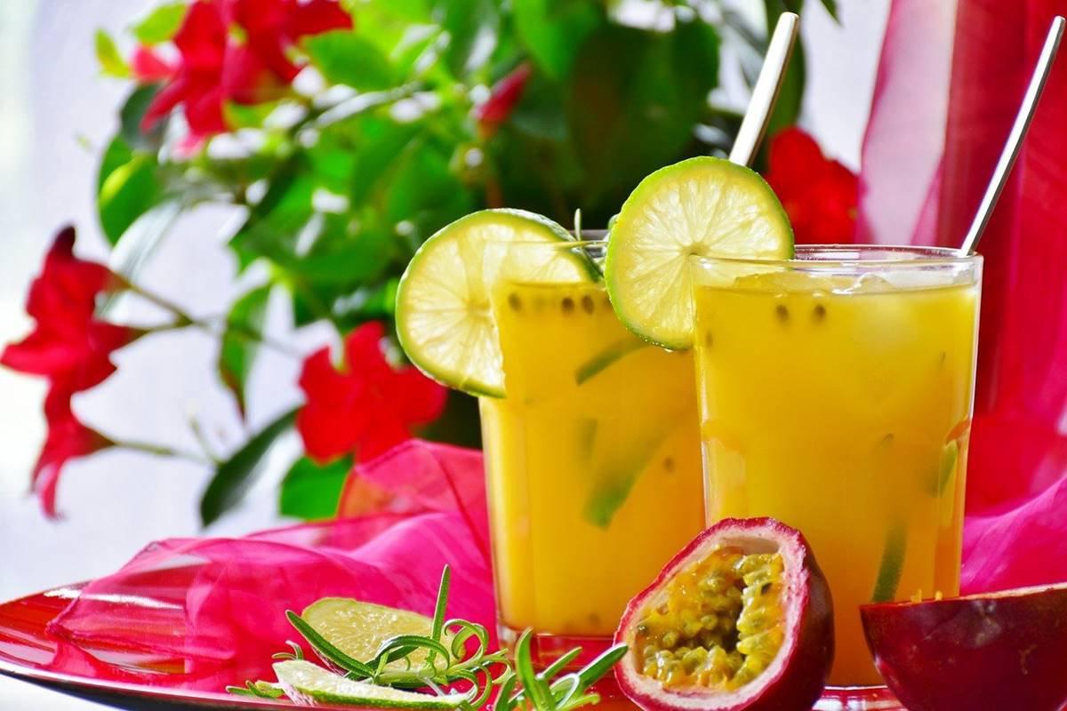 Suco de maracujá com limão
