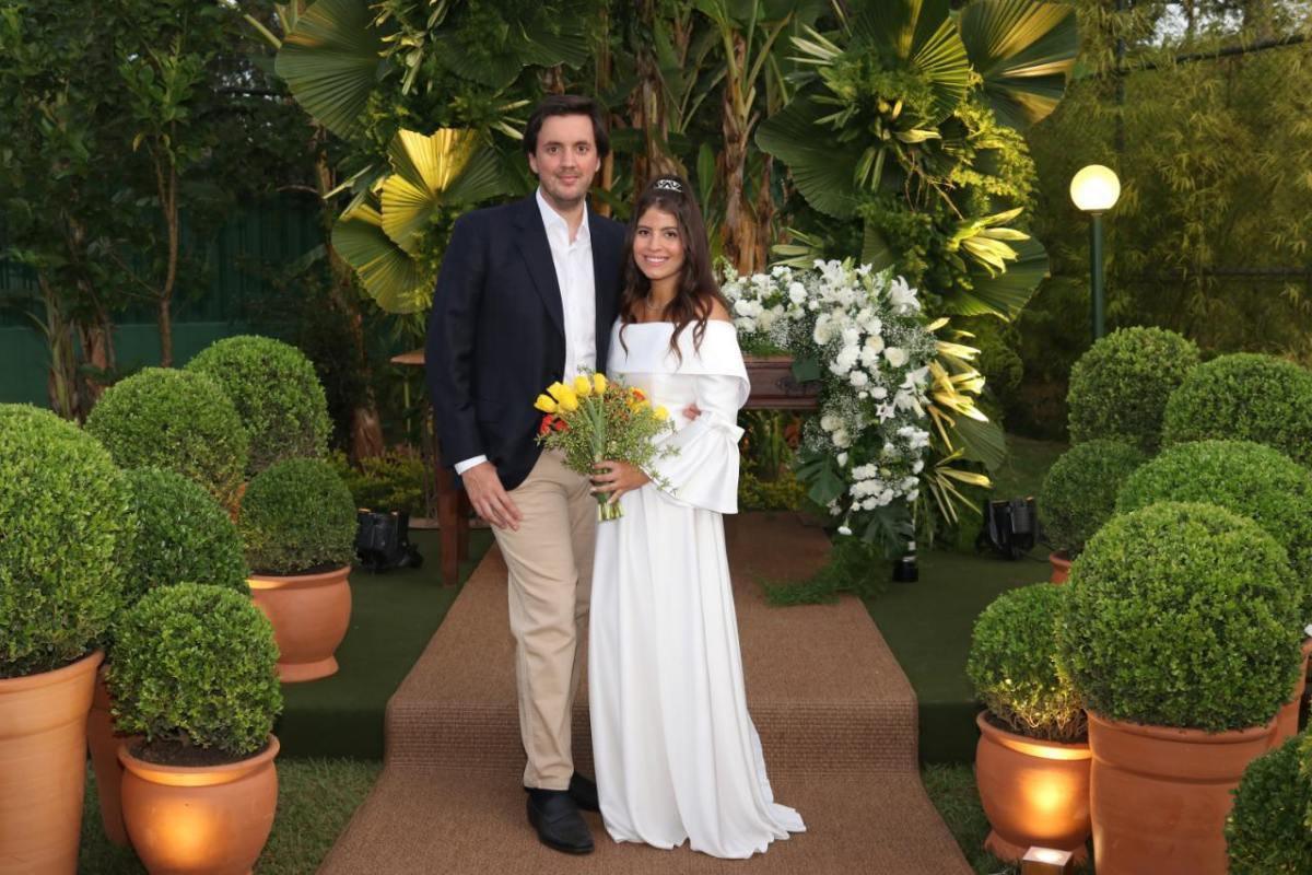 Natália Brito e Pepeu Corrêa se casam no civil