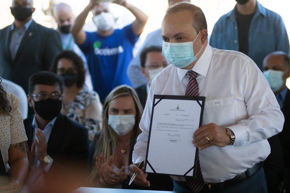 Ibaneis Rocha na assinatura da ordem de serviço para construção do Hospital Oncológico de Brasília