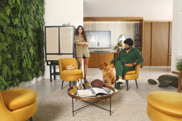 Casal no lounge