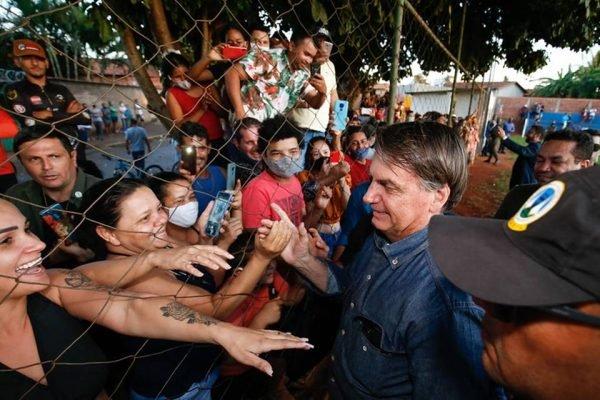 parada não programada do presidente jair bolsonaro em goiás, ele passou por terezópolis de goiás, antes de voltar para Brasília, após cumprir agenda no estado