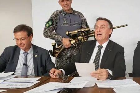 bolsonaro e arma