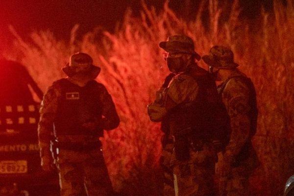 Triplo homicídio: policiais fazem buscas