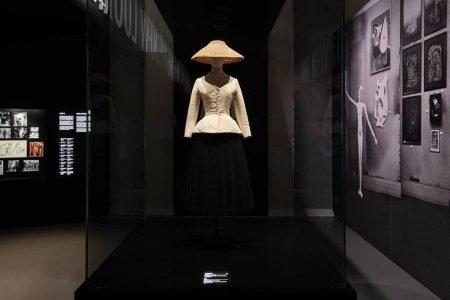 Bar Suit na exposição Christian Dior - Designer of Dreams em Xangai