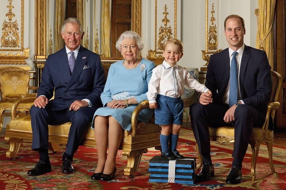 Príncipe Charles, rainha Elizabeth, príncipe George e príncipe William