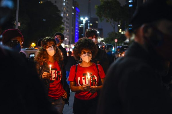 Ativistas de movimentos negros de São Paulo fazem vigília para Kathlen Romeu, jovem de 24 assassinada durante operação policial no Rio de Janeiro