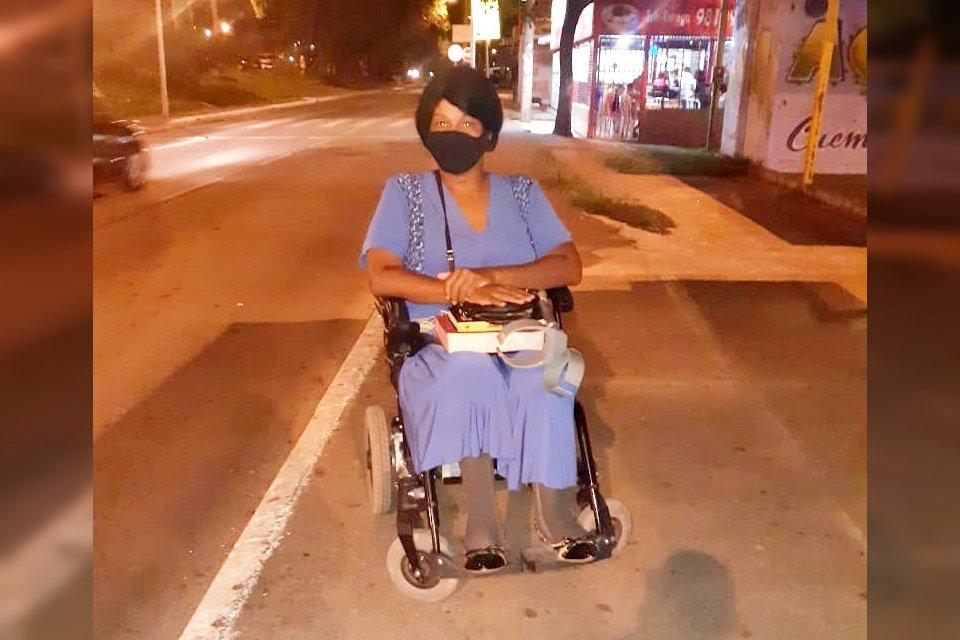 Lucineide Nascimento de Sousa, 42, que teve paralisia infantil e é cadeirante