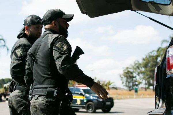 Cerco policial busca por suspeito de matar família no DF