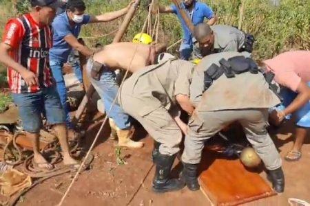 Resgate de adolescente que caiu em cisterna em Santa Helena de Goiás