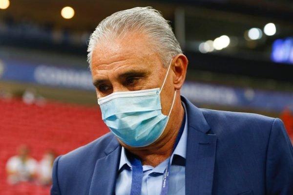 Tite máscara Mané Garrincha