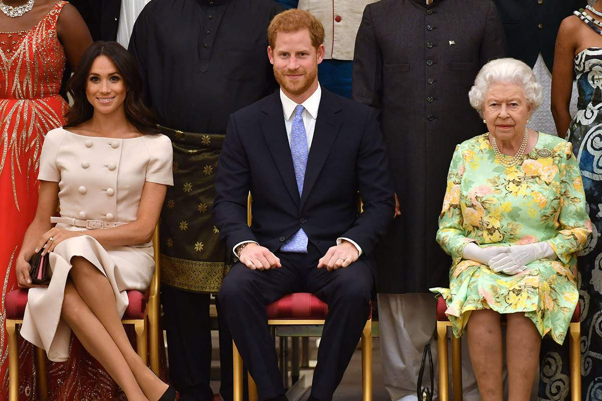 Meghan Markle, príncipe Harry e rainha Elizabeth II