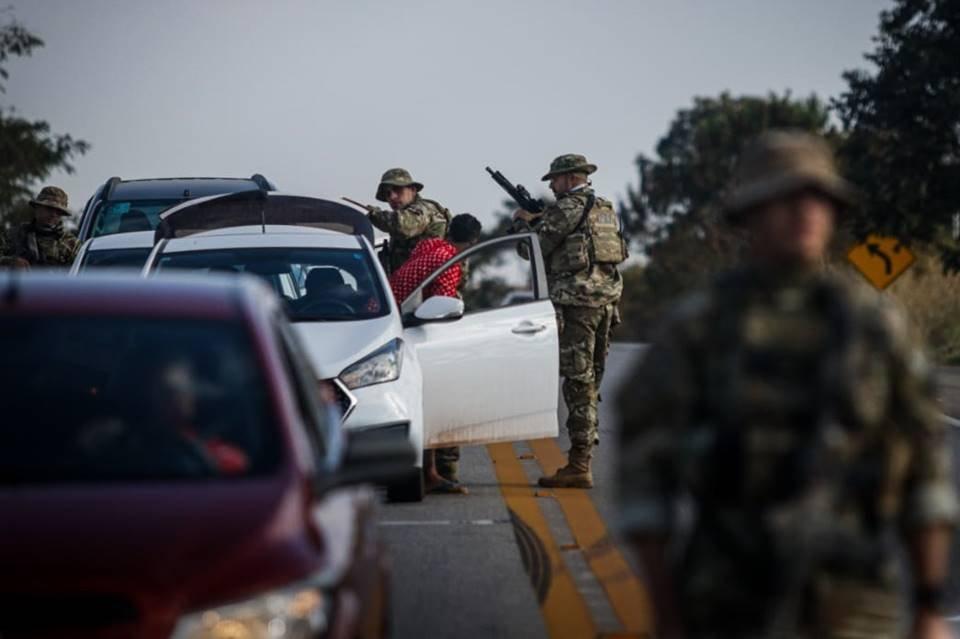 Pânico e medo: lojas e casas no rastro de Lázaro Barbosa são fechadas
