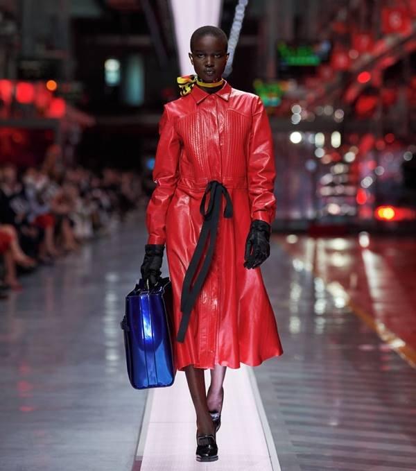 Look da primeira coleção de moda da Ferrari