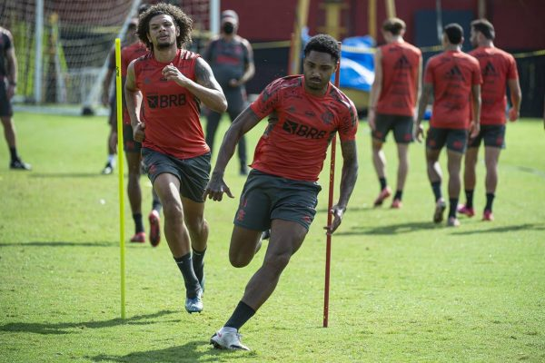 Vitinho e Arão treino Flamengo