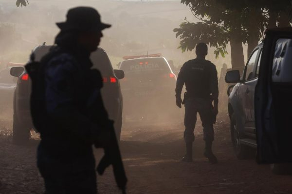Policiais do grupo BP cães vistoriando a BR-070 caso lazaro barbosa 7