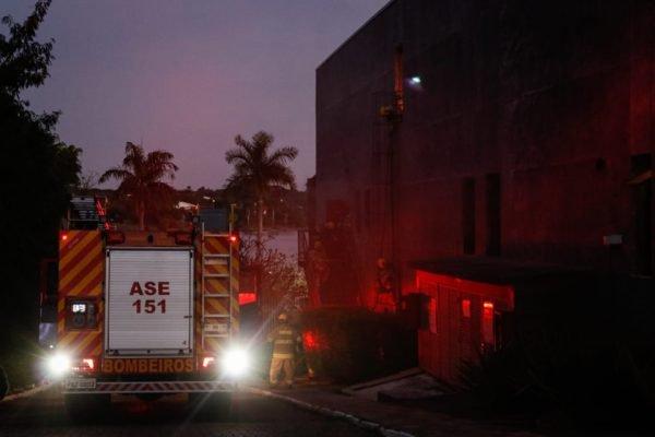 bombeiros atendem ocorrência de incêndio no Rubiyat