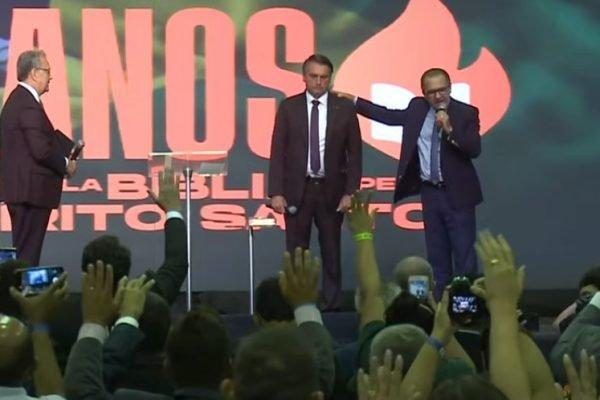 culto assembleia de Deus com Bolsonaro