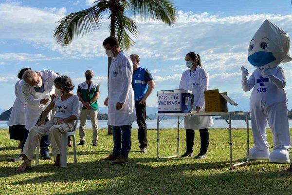 Marcelo Queiroga vacina moradores de Paquetá