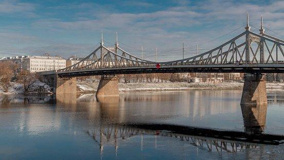 ponte sobre rio na Rússia
