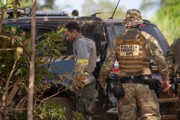 caçados com policiais federais