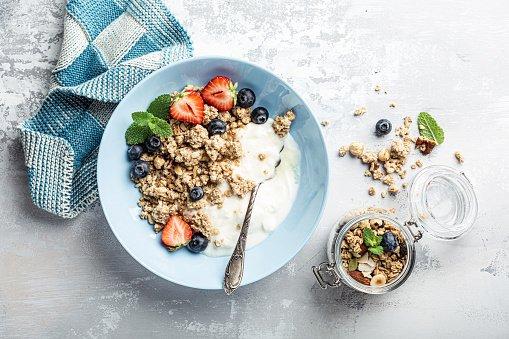 bowl com iogurte e frutas