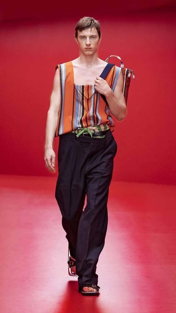 Look da coleção masculina de primavera/verão 2022 da Prada