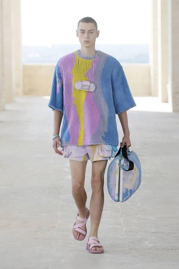 Look da coleção masculina de primavera/verão 2022 da Fendi