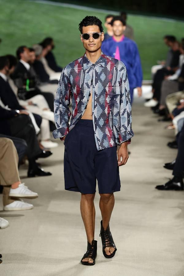 Look da coleção primavera/verão 2022 masculina da Giorgio Armani