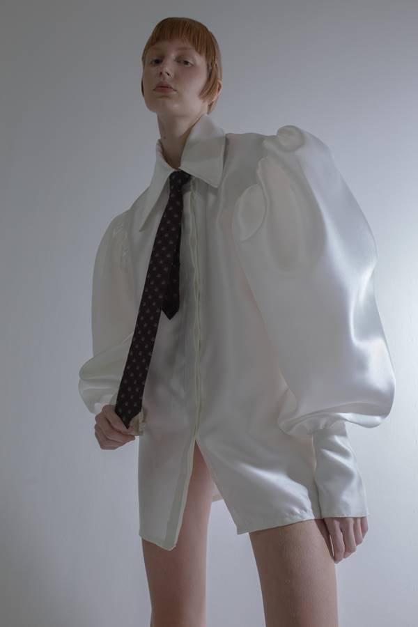 Modelo com peças da nova coleção