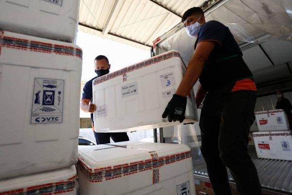 chegada do 1º lote da vacina Janssen em Goiás