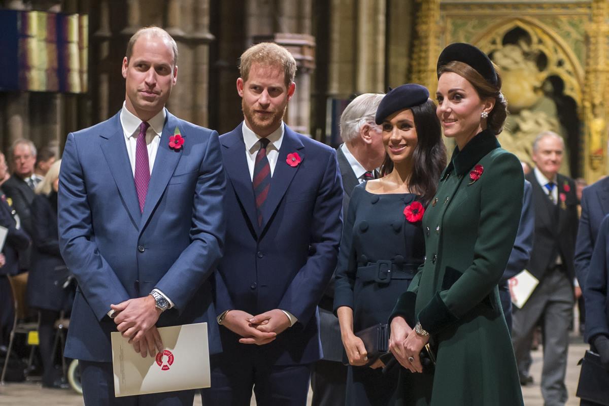 Príncipes William e Harry com Meghan Markle e Kate Middleton