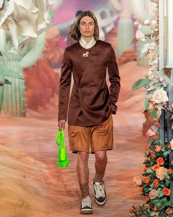 Modelo com peças da Dior