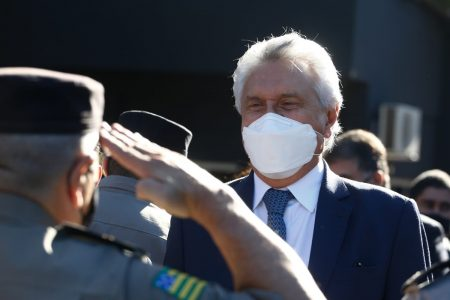Ronaldo Caiado (DEM), governador de Goiás, homenageia forças policiais que participaram das buscas ao criminoso Lázaro Barbosa