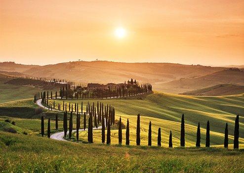 Estrada na Toscana, Itália