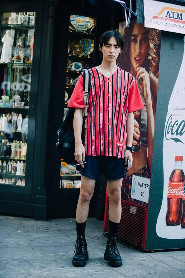 Homem com shorts