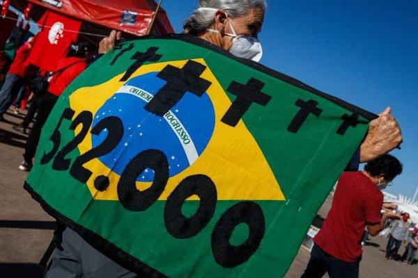 Manifestantes começam a se reunir na frente do Museu Nacional para ato contra o Presidente Jair Bolsonaro em Brasília. Fotos: Arthur Menescal/Especial Metrópoles