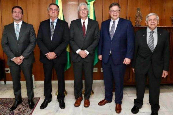 Bolsonaro recebe chefe da CIA