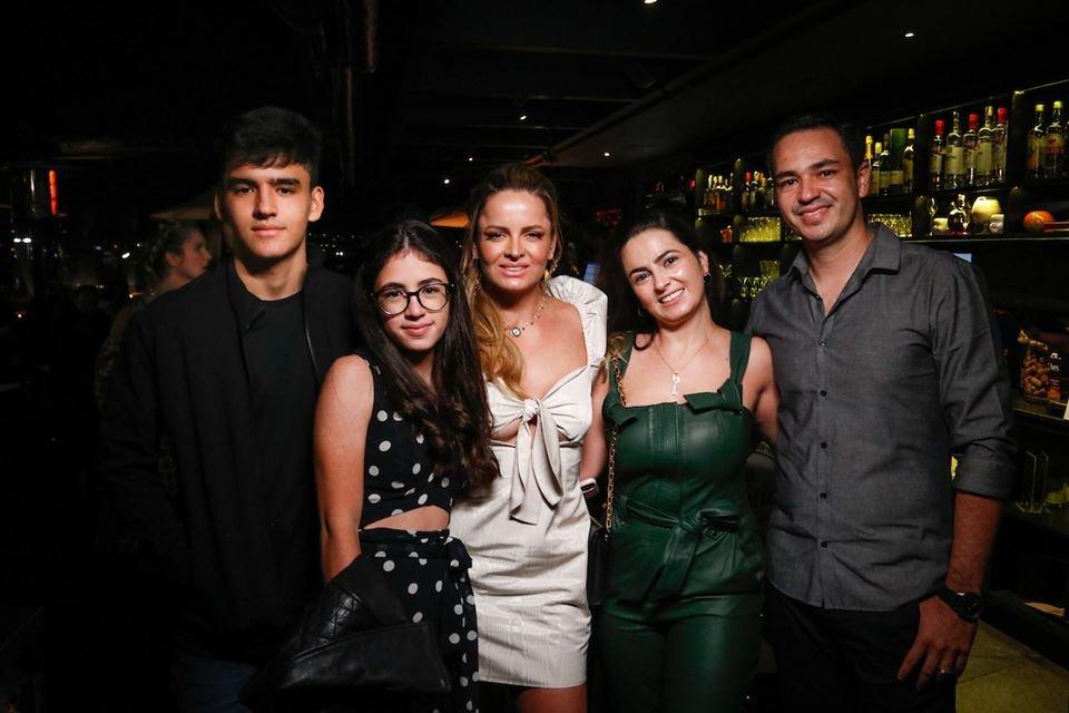Guilherme Leão, Lorrane Assunção, Lorena Leão, Patrícia Assunção e Marco Aurélio Assunção