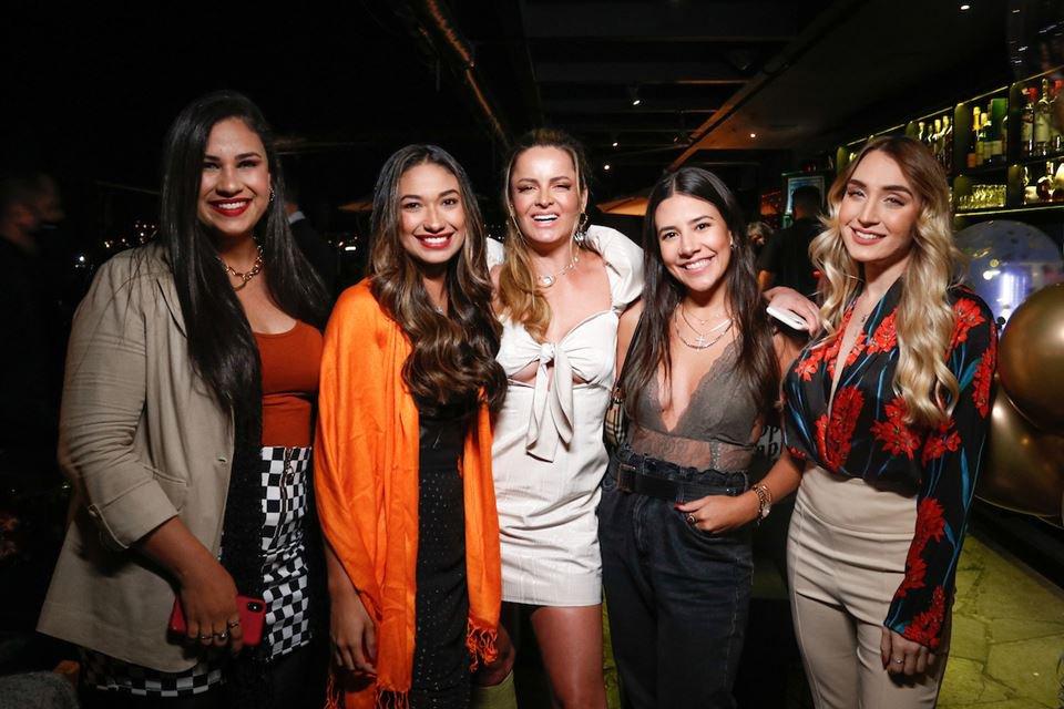 Nathália Vaz, Ana Flávia Silva, Lorena Leão, Viviane Rossi e Evillyn Barcelos