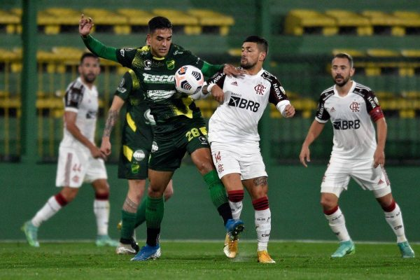 DIA DE MENGÃO! Em vantagem, Flamengo recebe Defensa y Justicia para carimbar vaga na Liberta