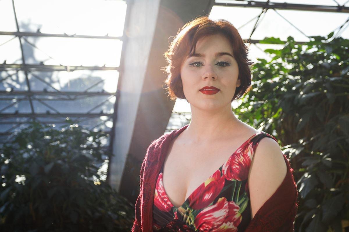 Entrevista com a cantora lírica Manuela Korossy.