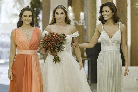 Alexia (Deborah Secco), Luna (Juliana Paiva) e Kyra (Vitória Strada) em Salve-se Quem Puder