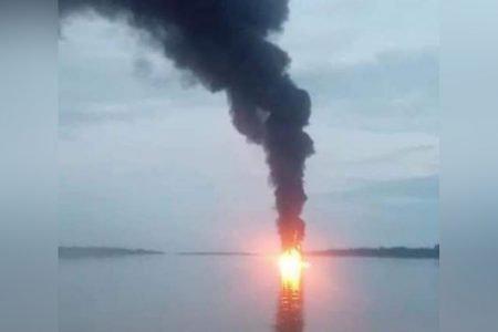 explosão em posto flutuante