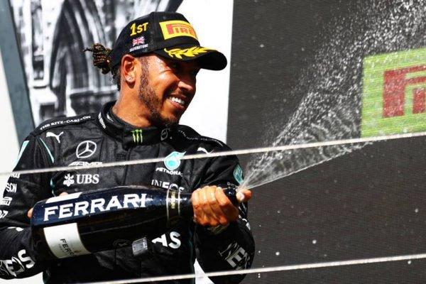 Lewis Hamilton vence em Silverstone