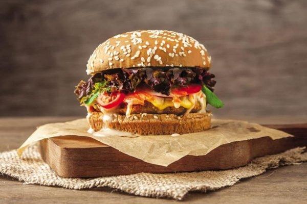 Hambúrguer vegetariano de quinoa