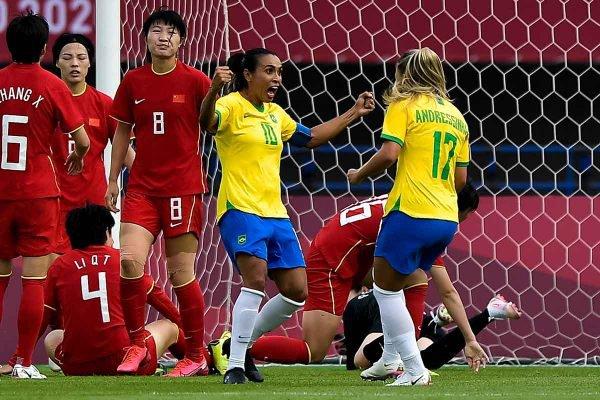 Marta estreia com dois gols e marca o nome na história das Olimpíadas