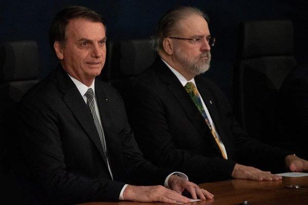 A posse do novo procurador-geral da República, Augusto Aras, na manhã desta quarta-feira (2/10), foi bastante prestigiada. Presentes várias autoridades, como o presidente da República, Jair Bolsonaro (PSL), e o chefe do Supremo Tribunal Federal (STF), ministro Dias Toffoli.