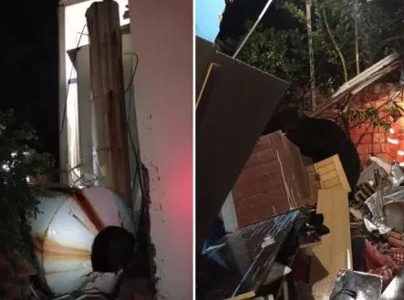 Caixa d'água caiu em cima de casa em MG