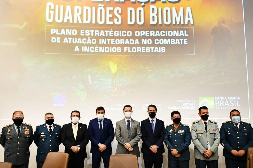 Ao lado do governador do Amazonas, Wilson Lima, o secretário de Segurança Pública, coronel Louismar Bonates, participa neste momento, em Brasília (DF), de solenidade de lançamento do Plano de Atuação Integrada de Combate à Incêndios Florestais, do Governo Federal.