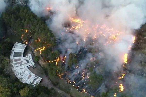 Incêndio em Valinhos, na Serra dos Cocais, São Paulo